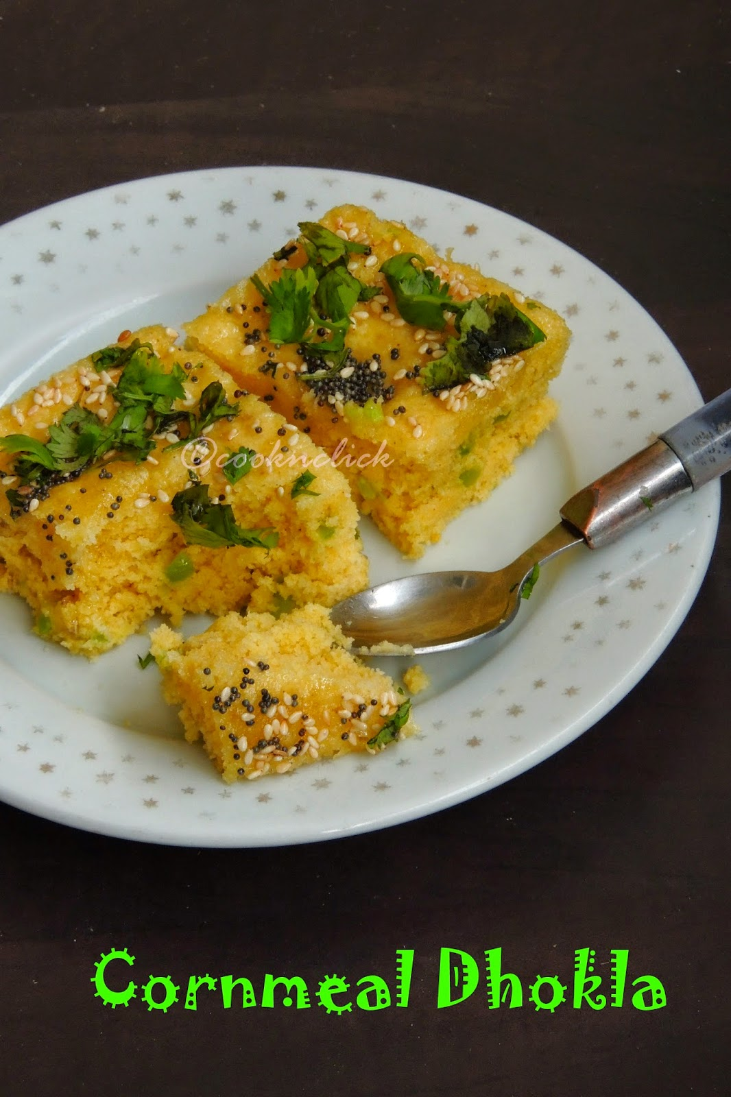 Cornmeal dhokla, corn dhokla, cornmeal and bellpepper dhokla