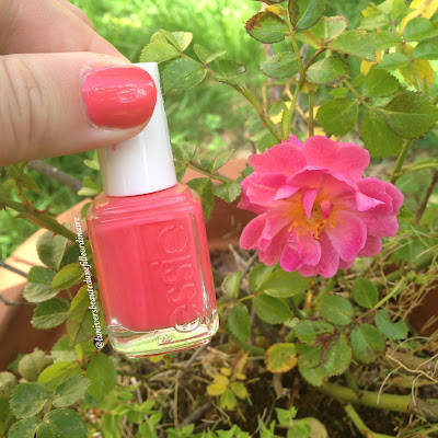 Cute as a button d'Essie