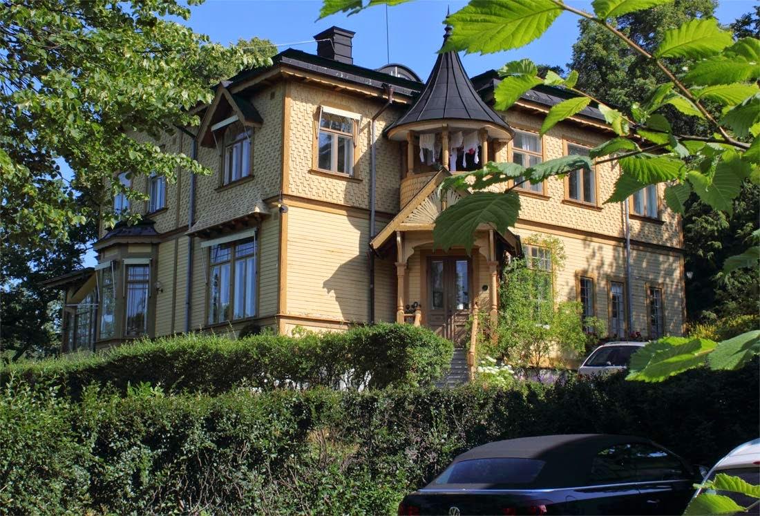 Gammeldags stort hus på Ringvägen, Saltsjöbaden