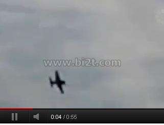 Foto PEsawat P-15 Mustang Jatuh Tabrak Penontong di USA September 2011 Youtube.com