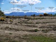 Magnífica panoràmica de les muntanyes del Cabrerès des de la cinglera de sobre el Ter