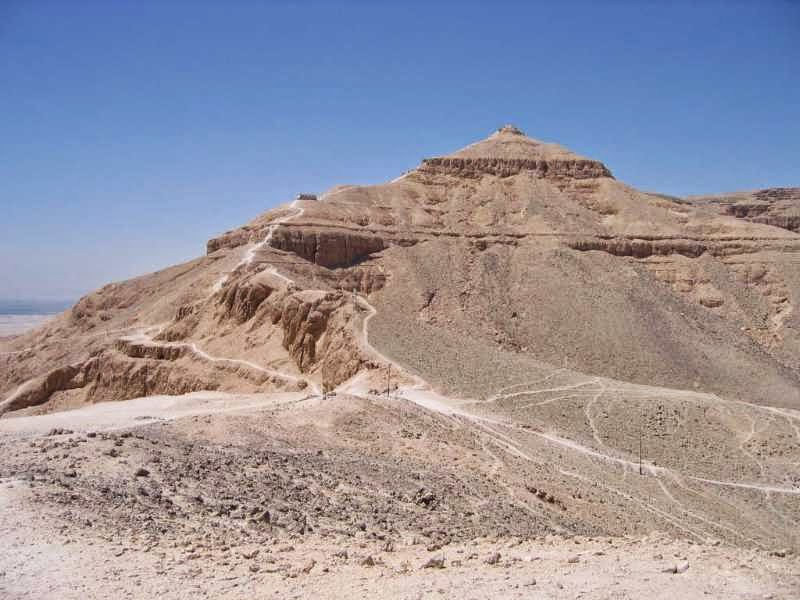 El Qurna Mountain is first most powerful pyramidal infrasound oscillator of Egypt