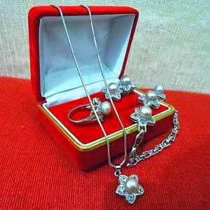 Belanja Online Perhiasan Mutiara & Jilbab