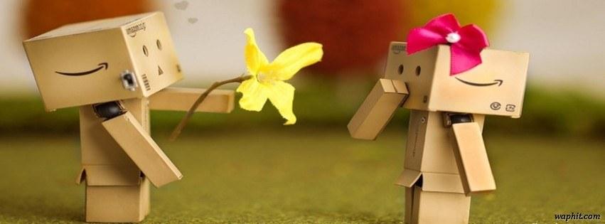 Sevgilisine sarı çiçek veren karton adam facebook kapak resmi