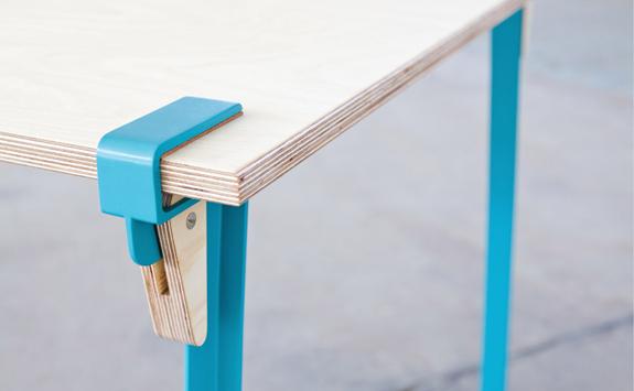 クランプシステムを使用したシンプルなコンセプトのデザイナーテーブル