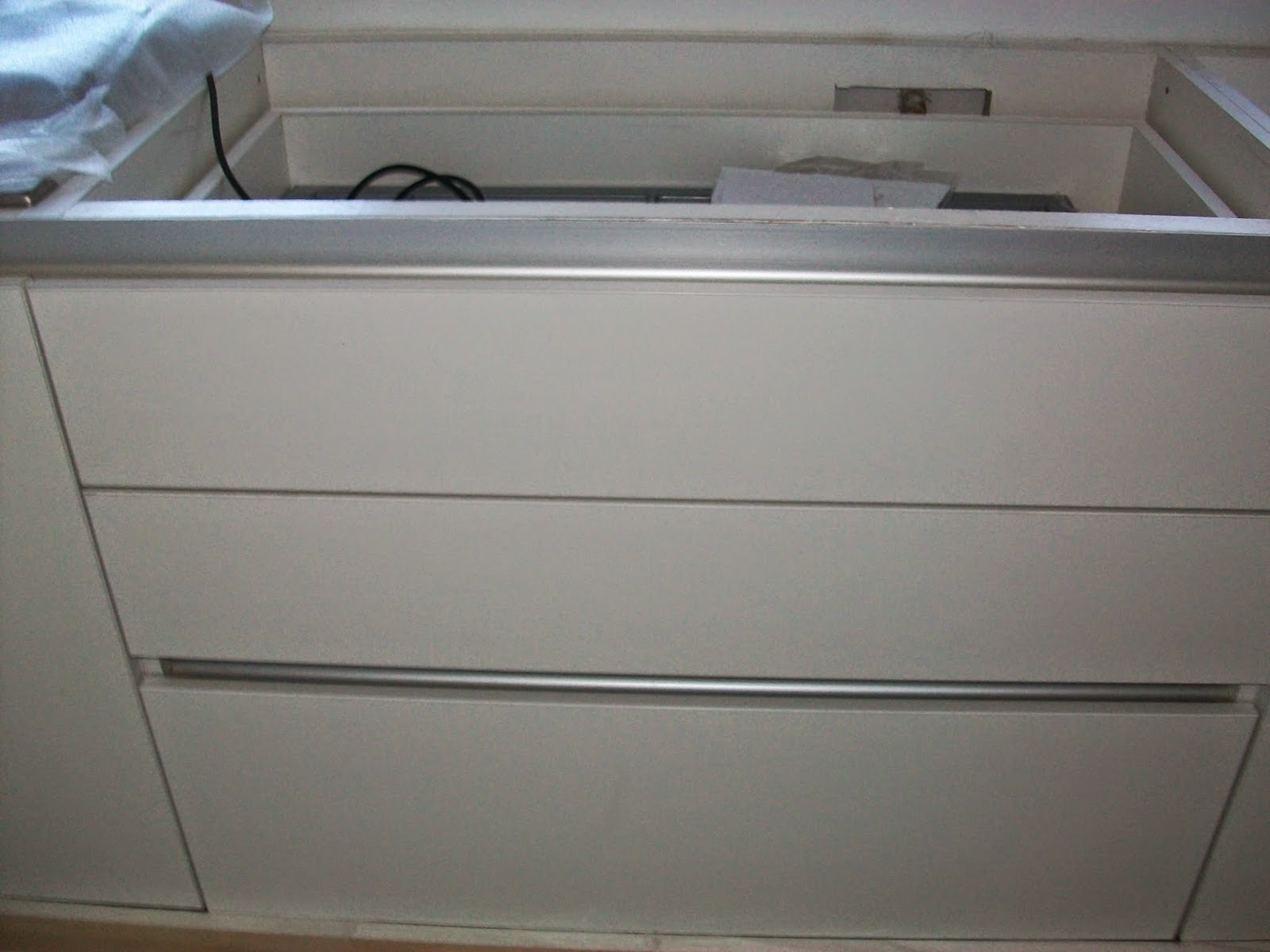 Carpinter a cipresso muebles de cocina for Perfiles aluminio para muebles