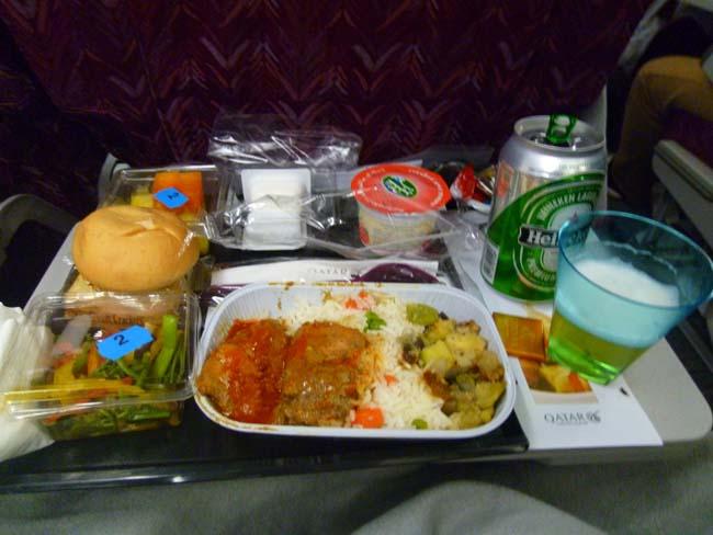 Santy duerme en el avión