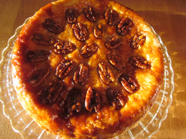 At Home In The Kitchen: UPSIDE-DOWN APPLE PECAN PIE