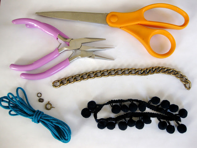 DIY:Ponponlu Bileklik Yapımı
