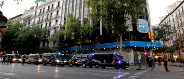 Empresario arruinado empotra coche sede PP bombonas de butano