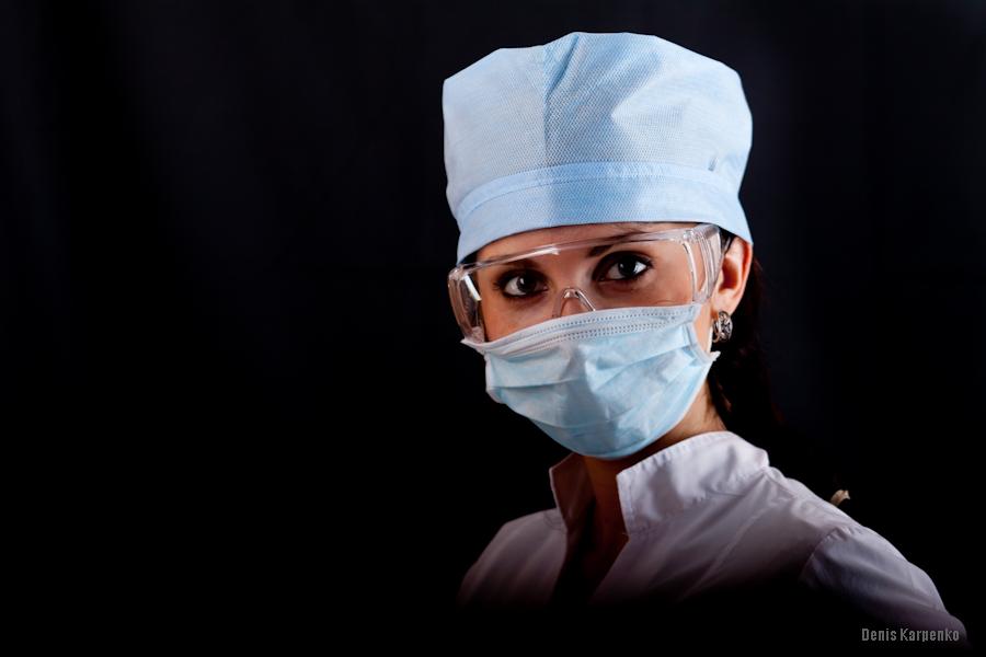Девушка в медицинском халате