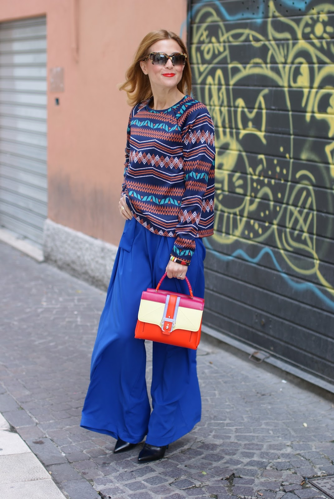 Colorful outfit with wide leg blue palazzo pants and Paula Cademartori Petite Faye bag on Fashion and Cookies fashion blog, fashion blogger style
