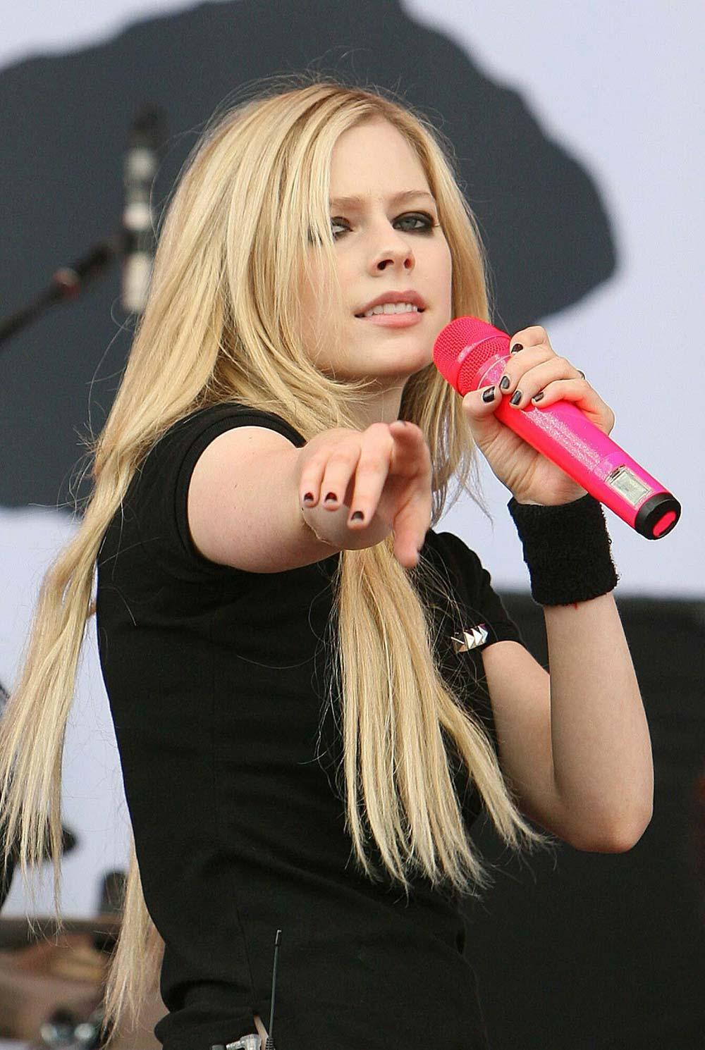 Avril Lavigne Long Straight Hairstyles 04