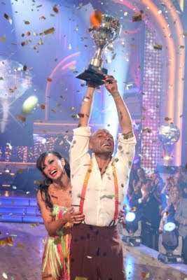 J.R. Martinez and Karina Smirnoff 2011 Dancing With The Stars Winners