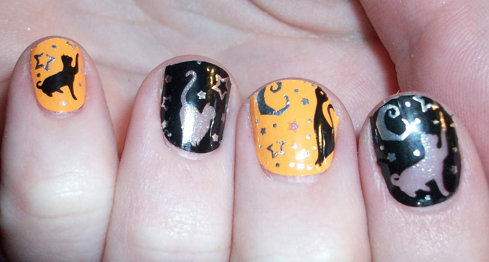 Luxury on the Lips: Happy Halloween! & Kiss Nail Dress Halloween Nails