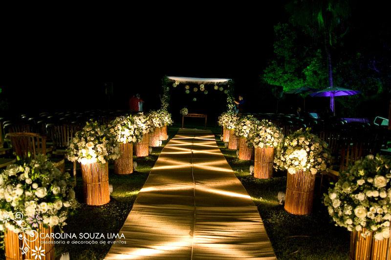 Para cerimonias externas a noite, é fundamental o jogo de luzes, este