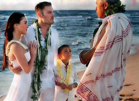 Меган фокс в свадебном платье