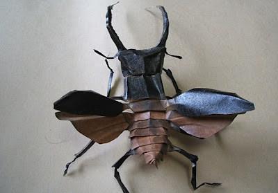 insecto de origami realista