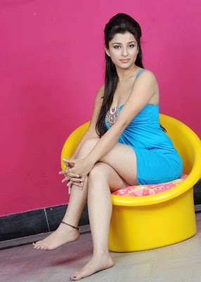 hot south indian actress Madhurima in Ultra Mini Skirt
