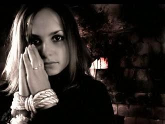 كلام حزين جدا الحب الرومانسية العشق فتاة معصوبة اليد مخطوفة مقيدة اليدين مربوطة