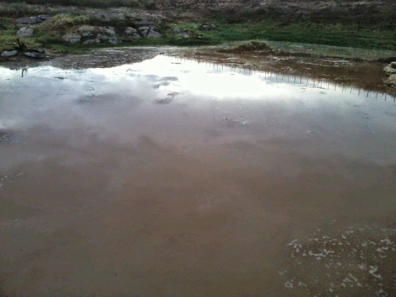 Resultado de imagem para agua enchendo barreiro