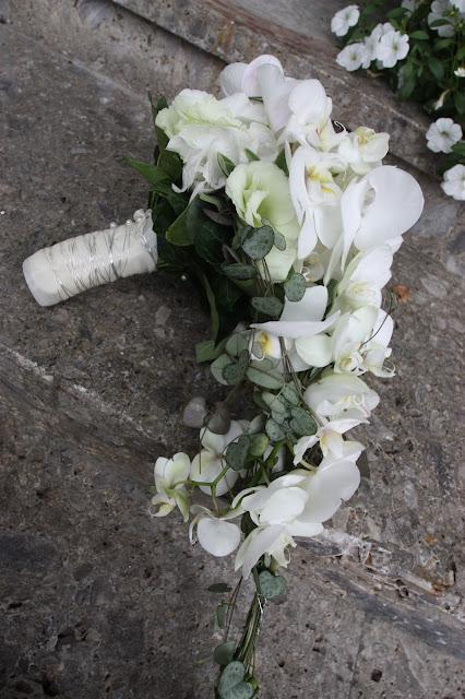 Brautstrauß aus weißen Orchideen-Blüten von Passiflori Penzberg