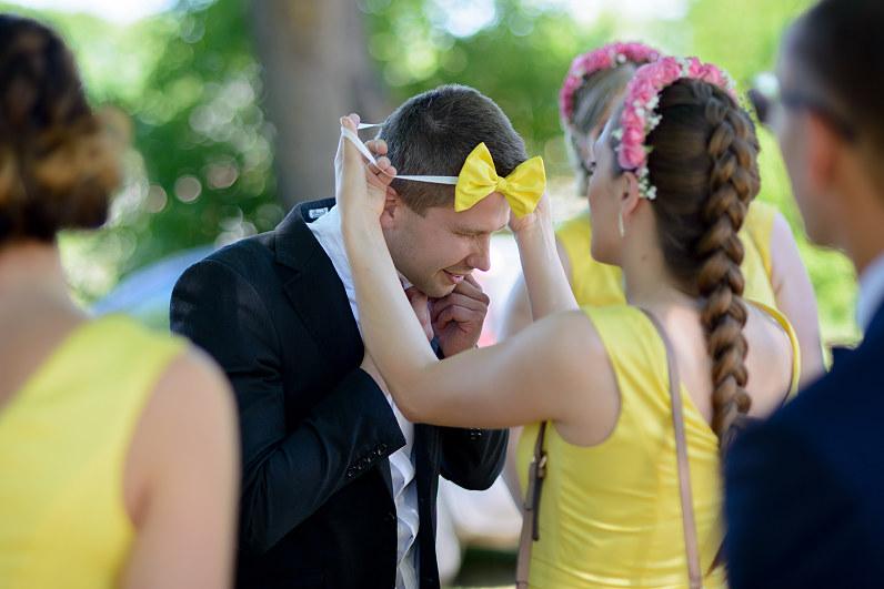 geltonos pamergių suknelės
