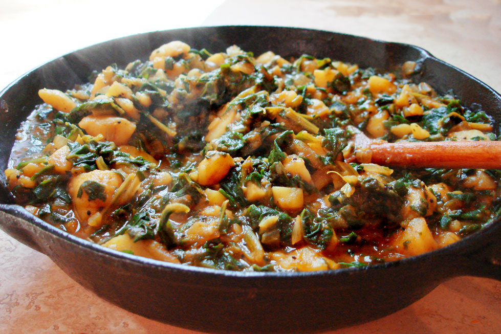 Vegetarian Yogini: Aloo Palak- Spinach and Potato Curry