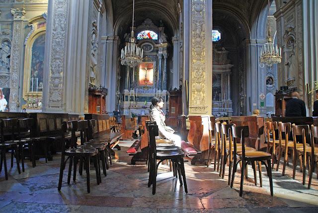 Interiores-Duomo-Ferrara-Italia