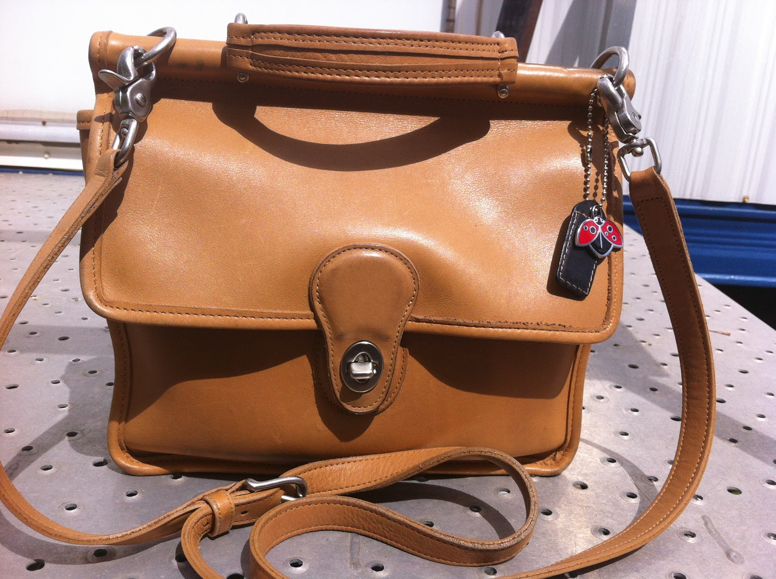 lovin my vintage coach willis bag rh saintsalvage blogspot com