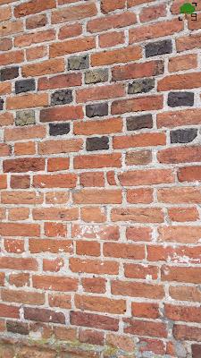 ściana kościoła - po prostu cegła