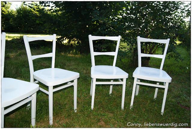 Shabby Chic Stühle im Grünen