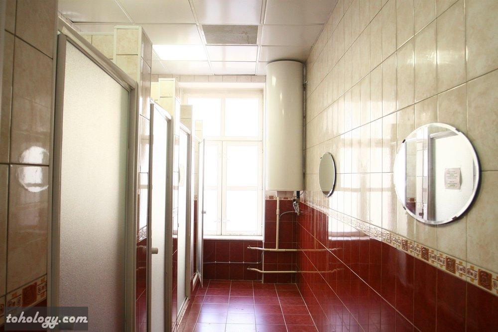 Showers in Giggly Hostel / душевые