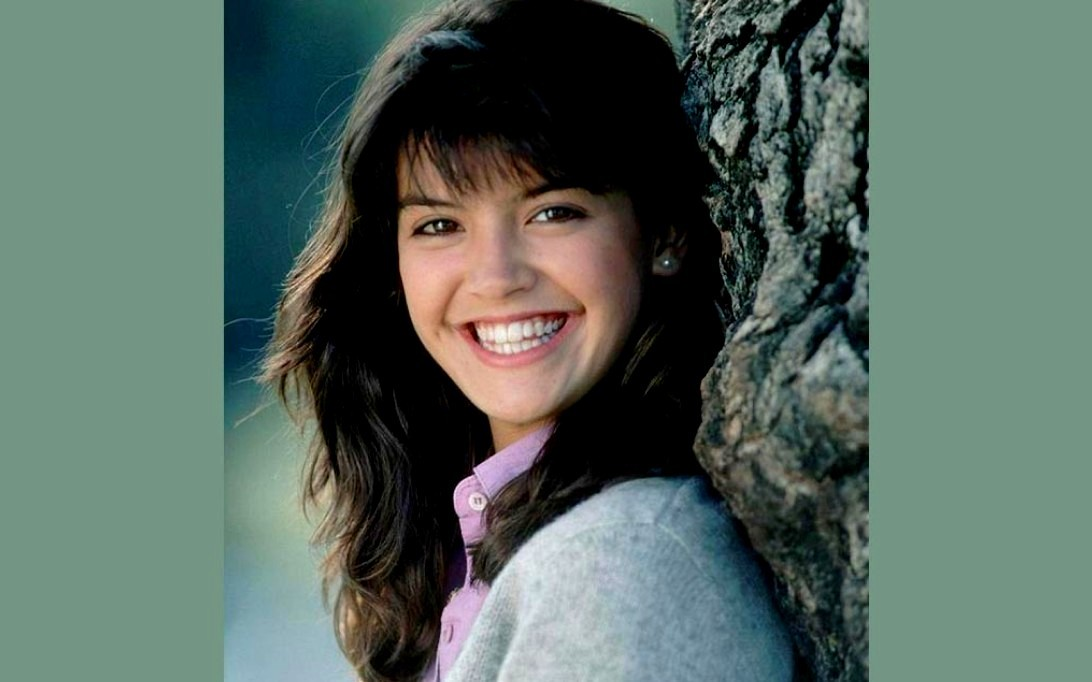 Phoebe Cates (Wallpaper 3)