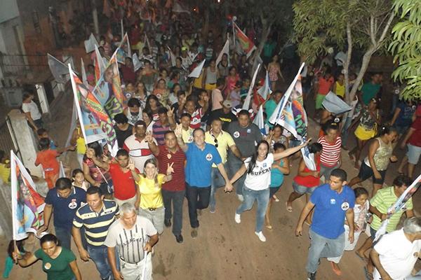 Multidão acompanha Sousa Neto em Santa Inês e Olho d'Água das Cunhãs