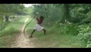 VIDEO: Anak Tewas, Ayah Bunuh King Kobra dengan Tangan Kosong