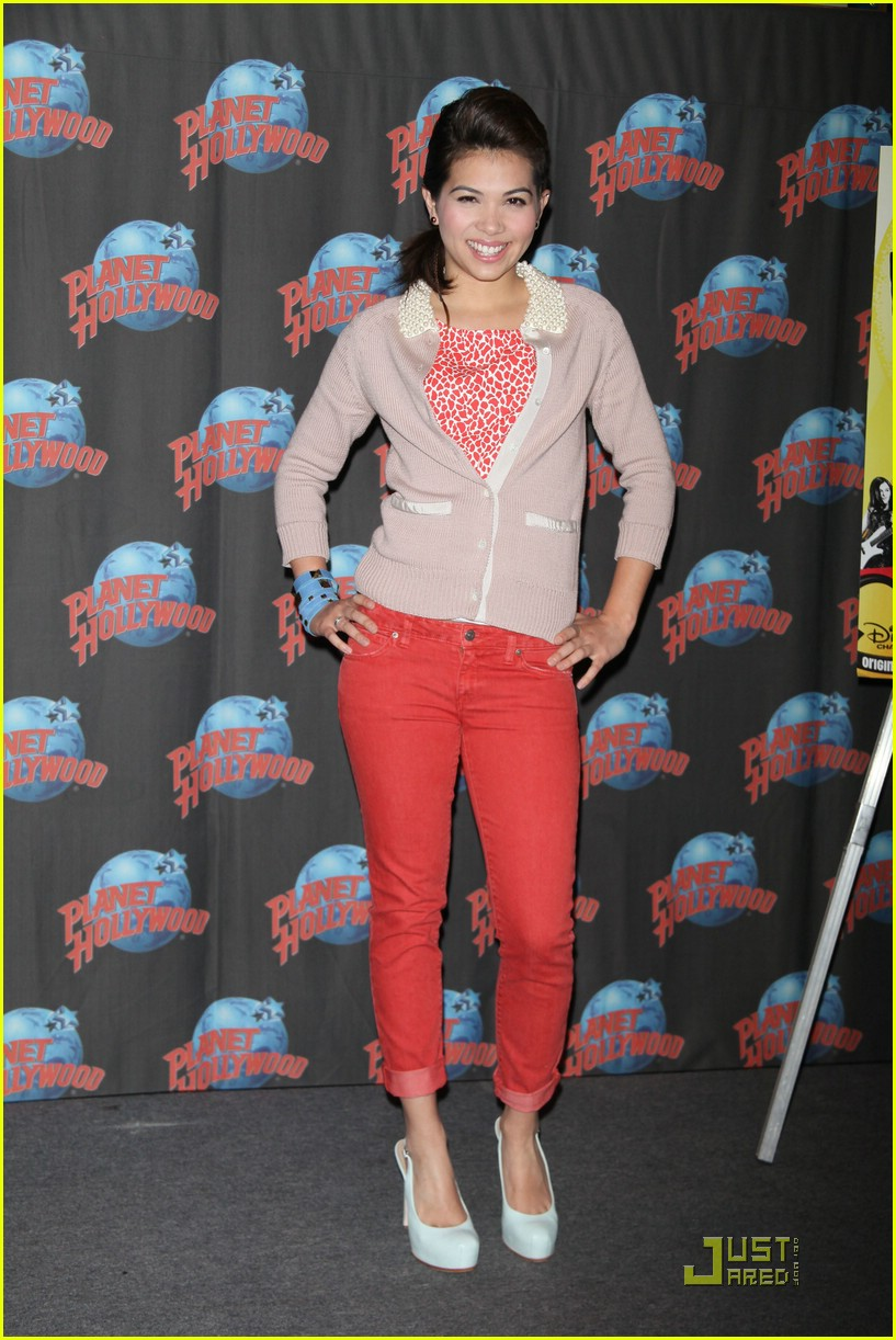 "Hayley Promoting &Quot;lemonade Mouth"" At Planet Hollywood Times Square"