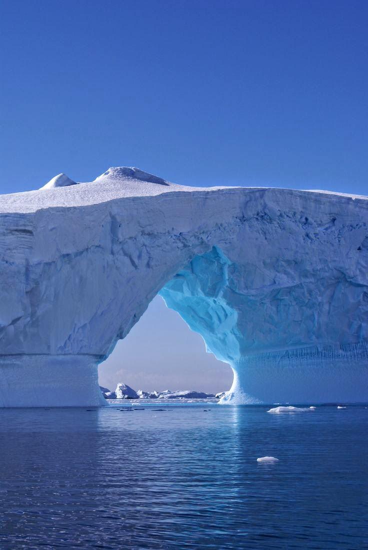 punto y seguido icebergs vac iacute os textuales lectores competentes en su tesis sobre el cuento dice ricardo piglia que un cuento siempre cuenta dos historias en el cuento claacutesico el escritor narra una historia en primer