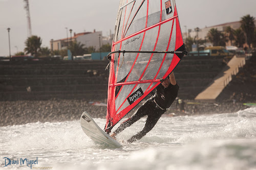 Alfredo windsurfing
