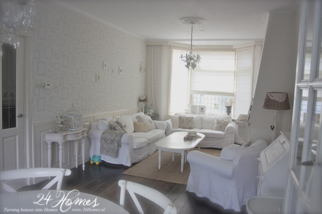 24 Homes: Claire\'s Woonkamer