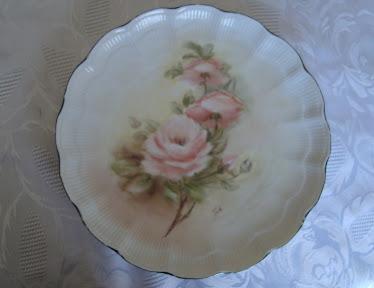 Plato de porcelana pintado a mano