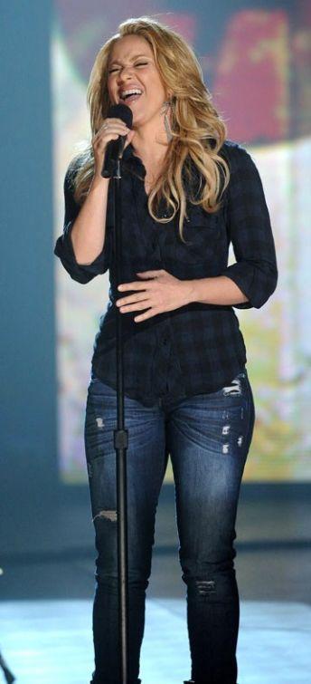Shakira Pictures Shakira Bio/wiki Shakira Clothing