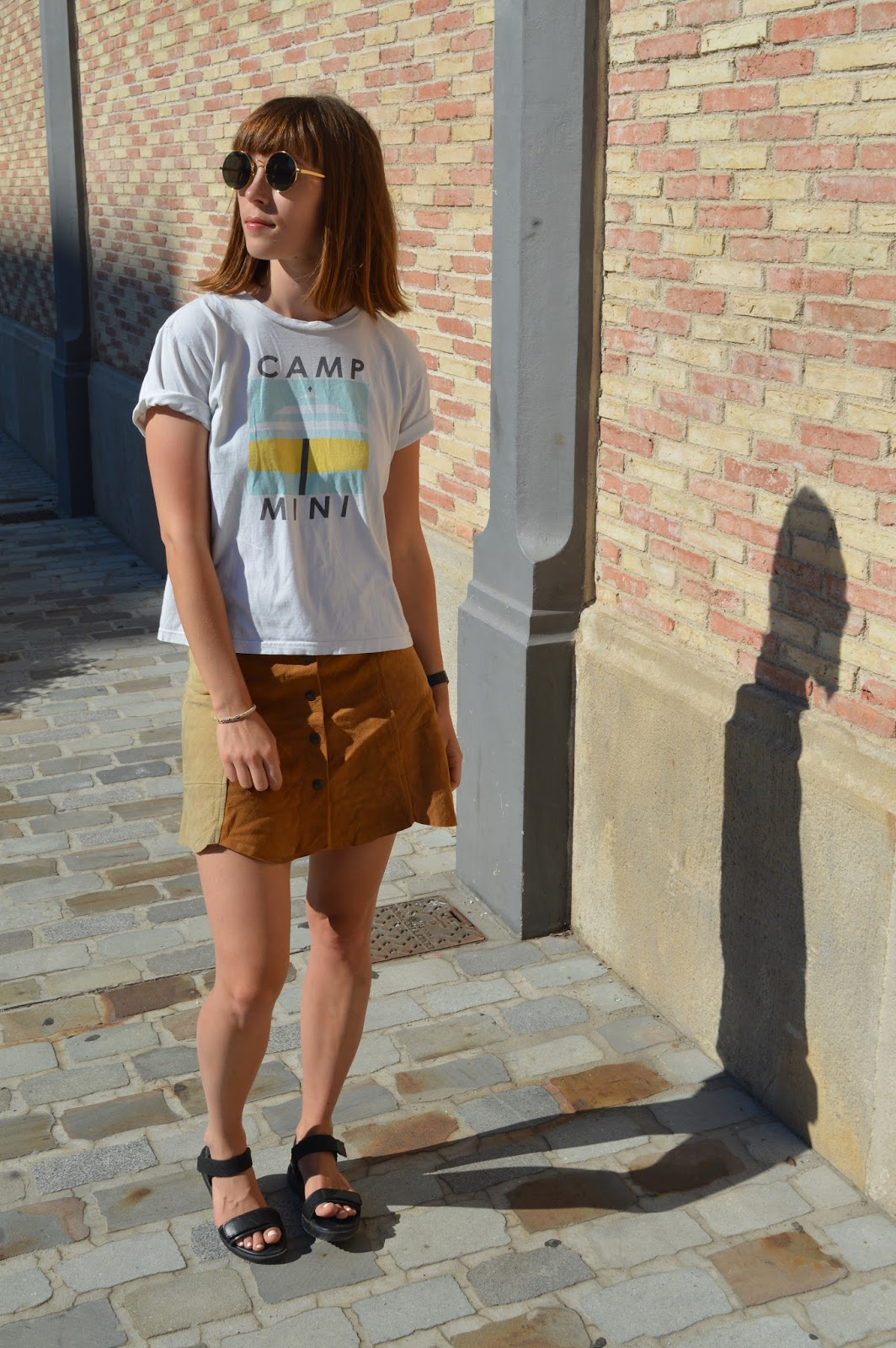 How to style wear the seventies trend with button down suede skirt and round sunglasses