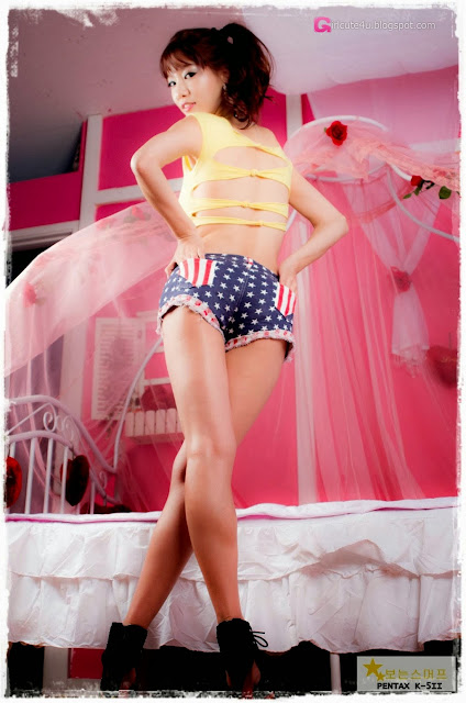 2 Han Min Young in a yellow crop top and shorts - very cute asian girl-girlcute4u.blogspot.com