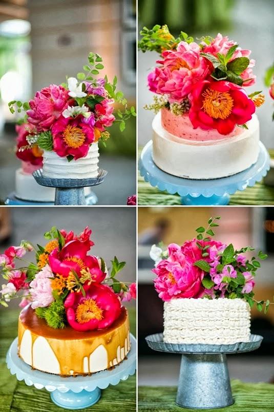 tårta med riktiga blommor, bröllopstårta, bröllopstårta blommor, bröllopstårta riktiga blommor, bröllopstårta pioner, wedding cake floral topper, cake floral topper, wedding cake flower topper, cake flower topper