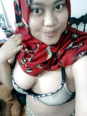 ABG seksi Jilbab Tete Ranum Hot