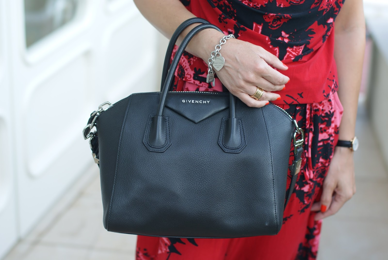 Givenchy Antigona bag small size on Fashion and Cookies fashion blog