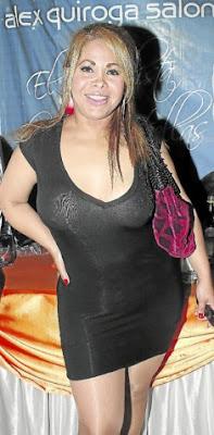 Fanny Alache luciendo un vestido negro