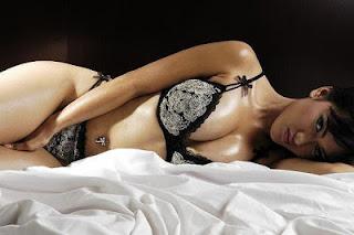 Julia Perez telanjang