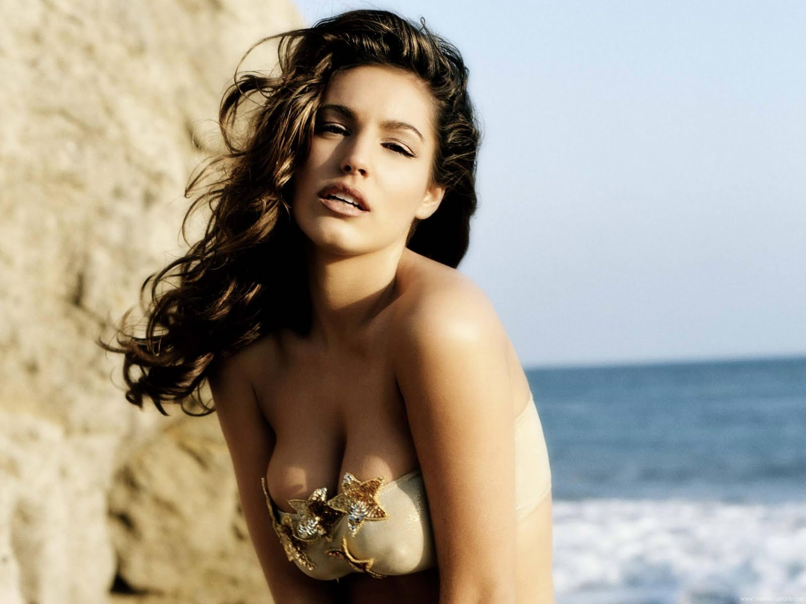 http://1.bp.blogspot.com/-1MUGX0y1lcE/TeEdy4--7RI/AAAAAAAAFwI/GY6eC973eD4/s1600/kelly_brook_a_HD_Wallpaper_164.jpg